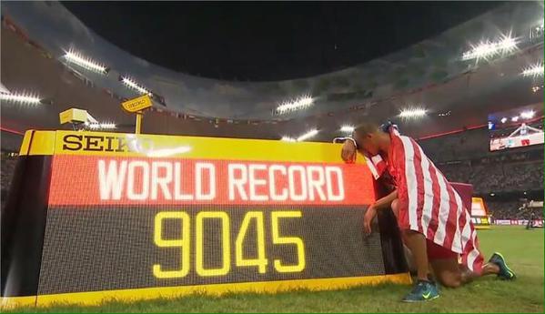 Ashton Eaton bate su Récord del Mundo de decatlón