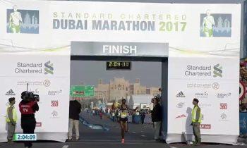 Tamirat Tola vence en la maratón de Dubai