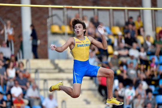 Armand Duplantis salta 5.82 en los New Balance National Series