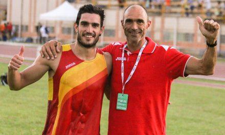 Jorge Ureña recibe el premio al mejor atleta del año
