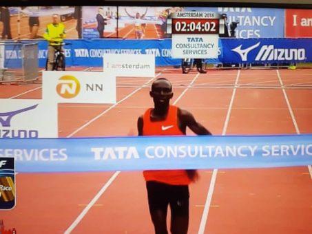 Cherono y Bekele vencen en el maratón de Amsterdam