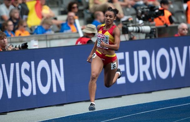 Jaël-Sakura Bestué bate el récord de España Sub20 de 200