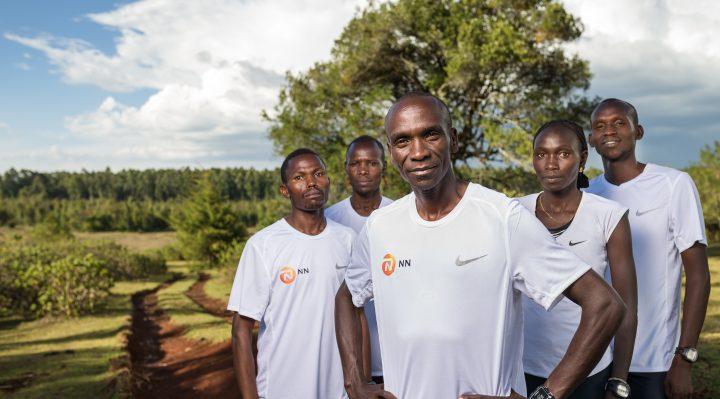Eliud Kipchoge con algunos compañeros del NN Running Team