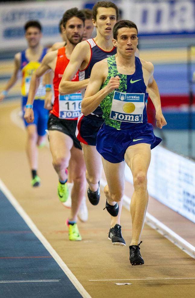 Mariano García disputando los 800 metros en Ourense