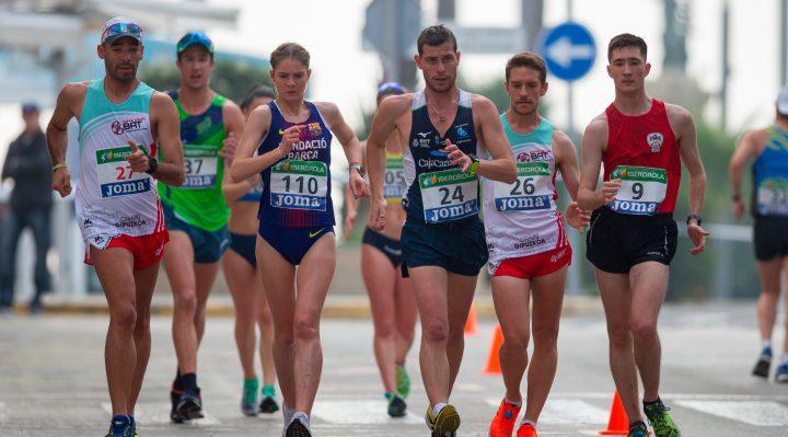 Atletas marchando durante el Campeonato de España de marcha