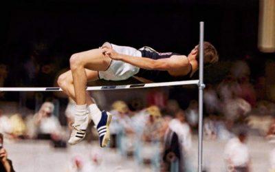 """Dick Fosbury no fue el primero en """"saltar hacia atrás"""""""